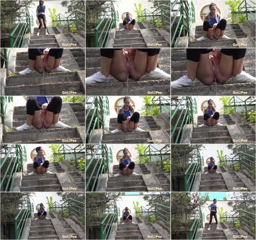 Squatting On Steps [FullHD 1080P]