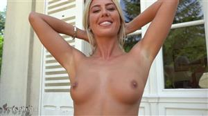 cosmid-20-12-26-paige-johnson-paiges-yellow-top.jpg
