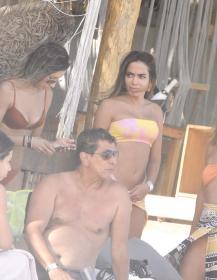 anitta-with-her-husband-tulum-beach-12-22-2020-7.jpg