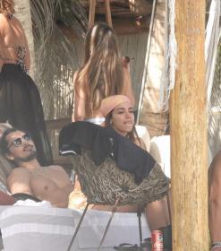 anitta-with-her-husband-tulum-beach-12-22-2020-0.jpg