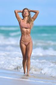jennifer-nicole-lee-photoshoot-in-miami-beach-12-22-2020-1.jpg