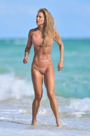 jennifer-nicole-lee-photoshoot-in-miami-beach-12-22-2020-4.jpg