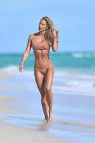 jennifer-nicole-lee-photoshoot-in-miami-beach-12-22-2020-18.jpg