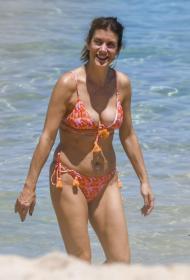 kate-walsh-at-the-beach-in-perth-12-22-2020-0.jpg