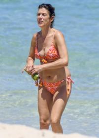 kate-walsh-at-the-beach-in-perth-12-22-2020-6.jpg