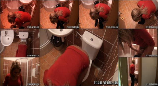 0032 Kate Piss