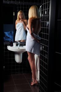 181149540_sexart_jacuzzi_netta_high_0002.jpg