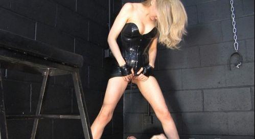 Mistress Eleise de Lacy – New carpet urine
