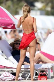 kimberley-garner-in-a-colorful-bikini-at-a-beach-in-miami-01-07-2021-7.jpg