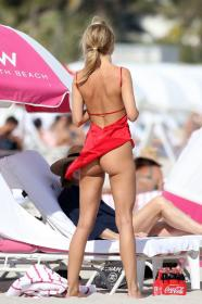 kimberley-garner-in-a-colorful-bikini-at-a-beach-in-miami-01-07-2021-8.jpg