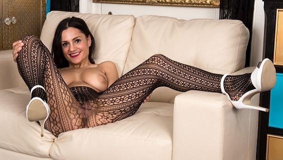 Pantyhosed4u.com- Gallery:Estelle - Net profits