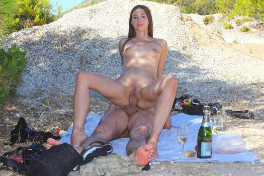 Privatesextapes.com- Amateur oral sex on a romantic picnic